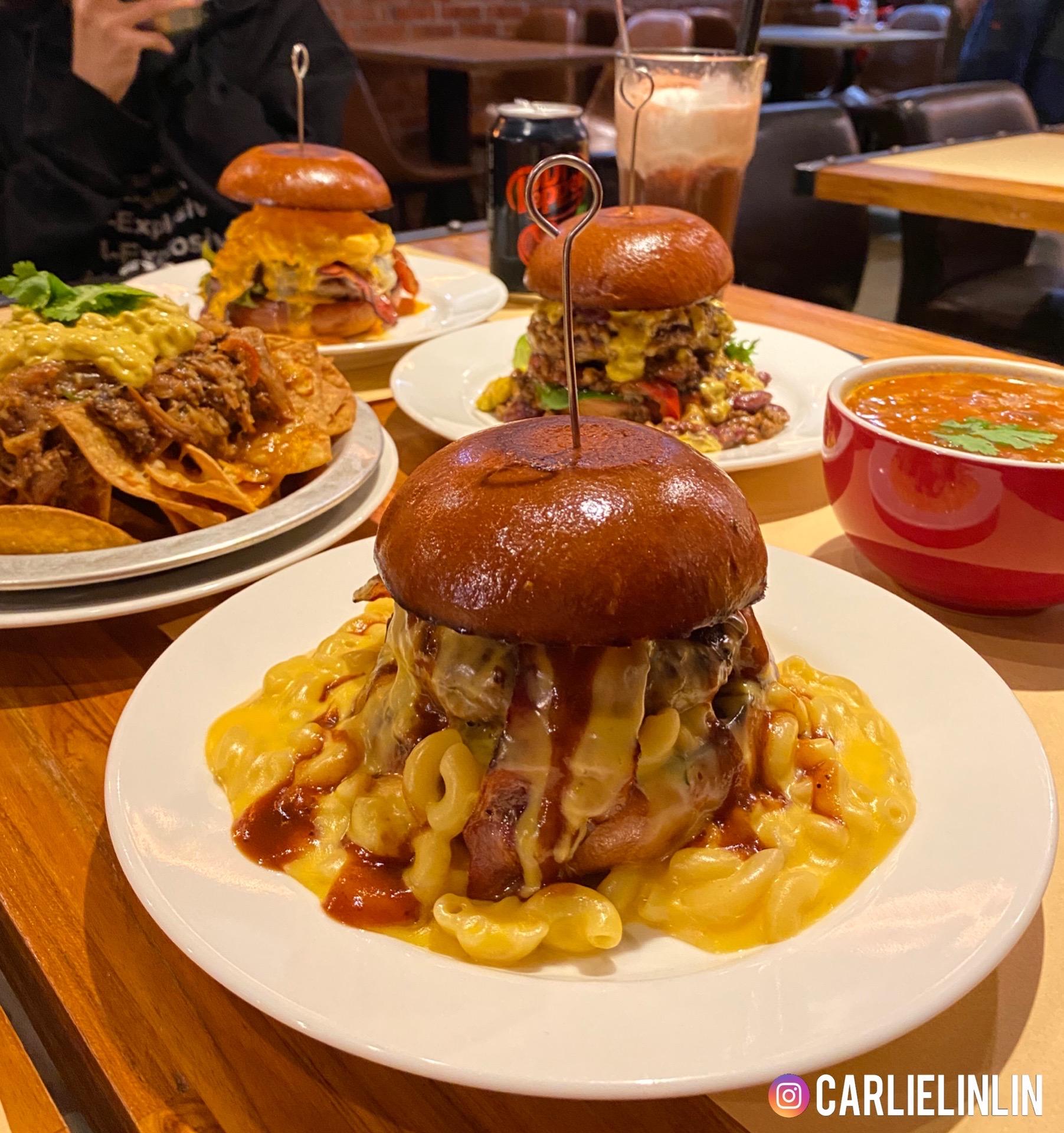 小0食記|北車京站美式漢堡|oldies burger 歐帝斯美墨餐廳|正統美式漢堡專賣店|手撕豬肉起司玉米片、海膽魚卵干貝漢堡、通心粉瀑布漢堡、漂浮櫻桃可樂