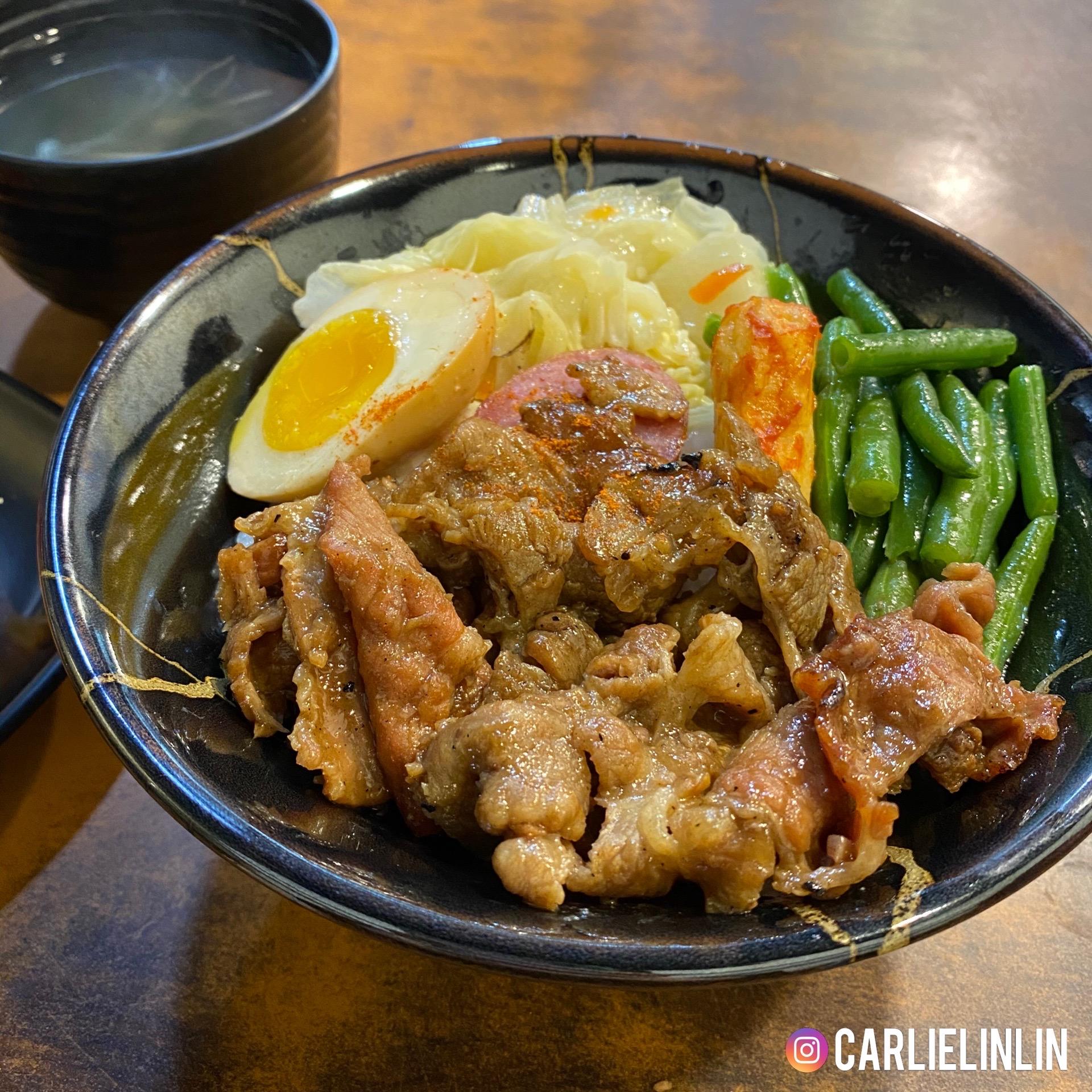 小0食記|信義區平價銅板美食|永吉路30巷烤師傅|招牌烤肉飯、麻辣甜不辣串、海帶湯